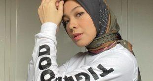Inspirasi Outfit Motoran Dengan Hijab Printing